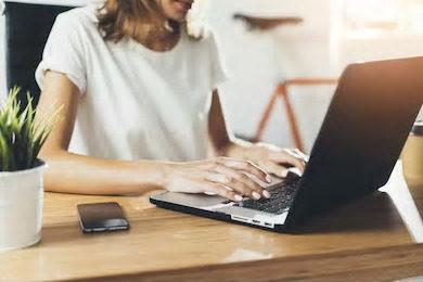 パソコン女性写真