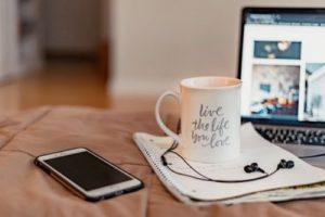 スマホとコーヒー