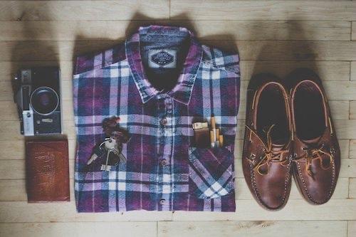 カメラ、シャツ、靴、