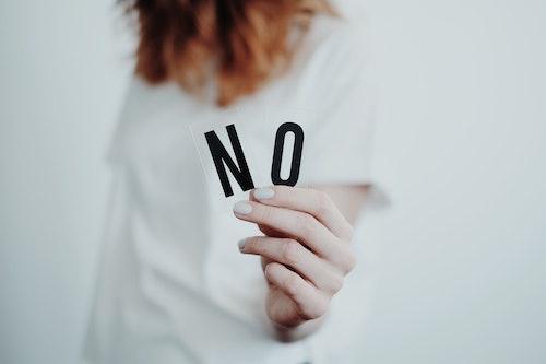 NO!女性